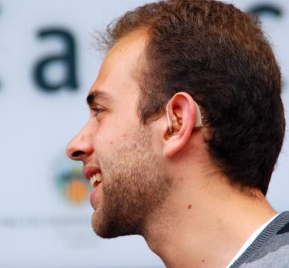 Els audiòfons continuen sent l'única pròtesis externa amb una injustificada discriminació per raó d'edat