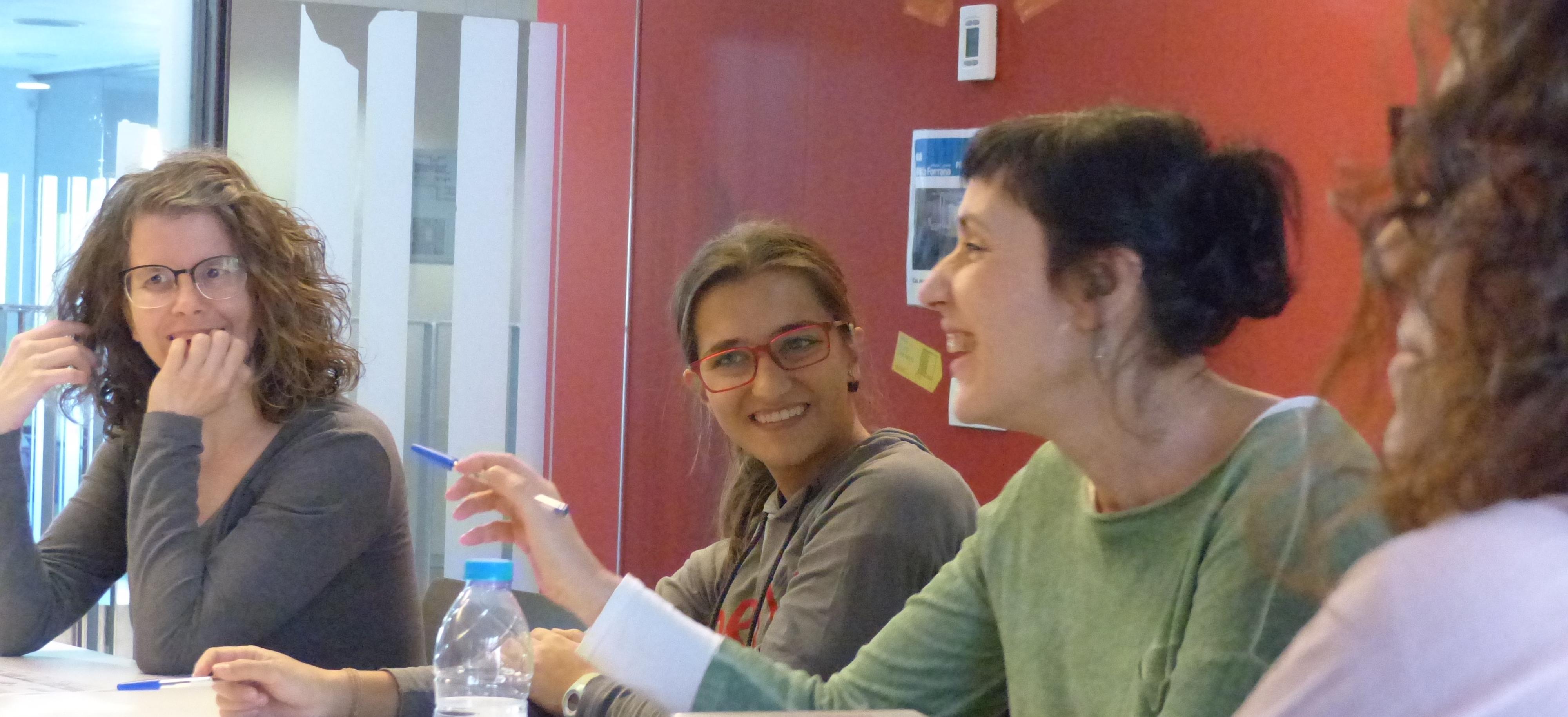 CAFÈ TERTÚLIA obert a dones amb sordesa de totes  les edats