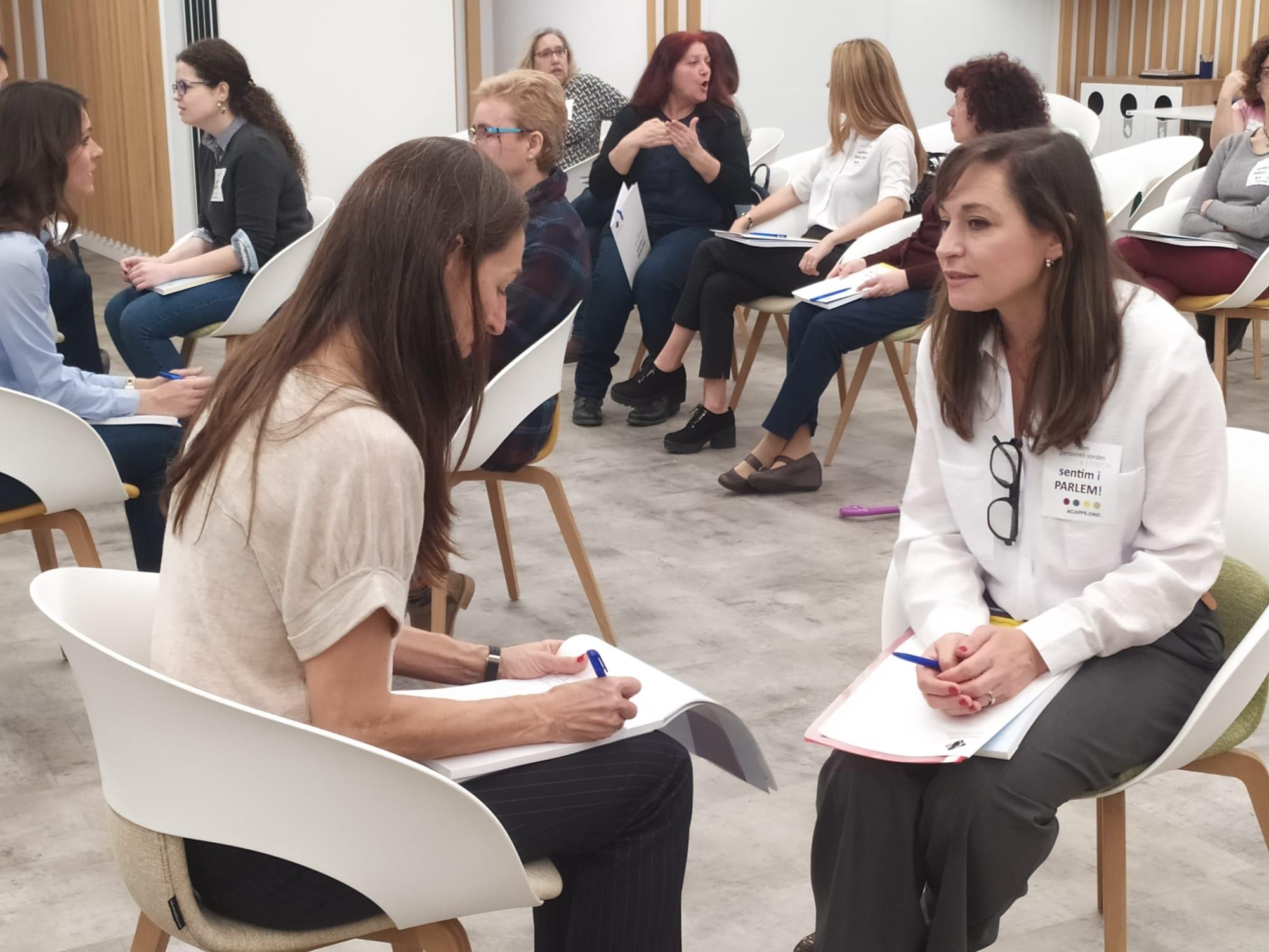 Èxit total del primer Speed Dating Laboral per a dones amb sordesa que es realitza a l'estat