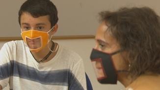 TV3 i l'InfoK fan visible la necessitat de les mascaretes accessibles a les escoles amb alumnat amb sordesa