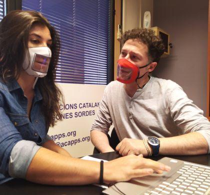 L'alumnat amb sordesa a l'espera de les mascaretes transparents a les aules